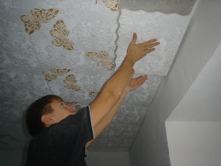 Как сделать потолок в частном доме клеевое покрытие
