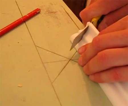 Как обрезать потолочный плинтус обрезка без помощи стусла