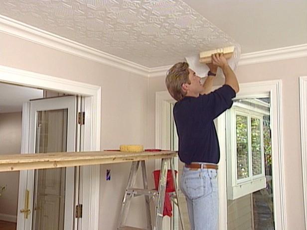 как сделать потолок Оклейка обоями