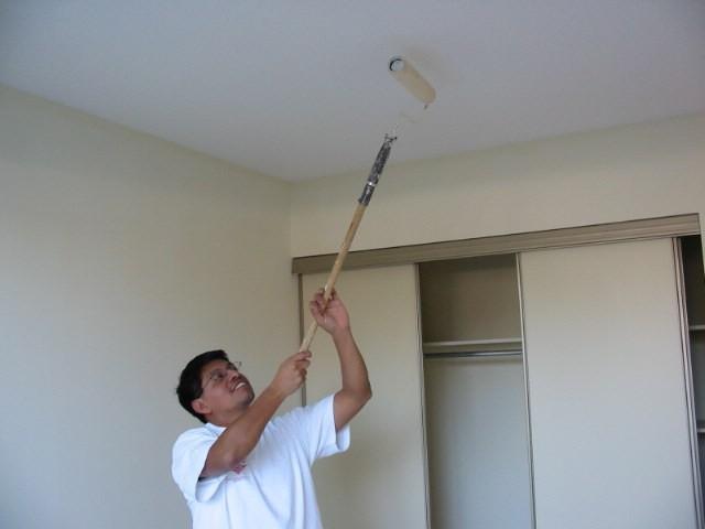 как сделать потолок Покраска потолочного покрытия