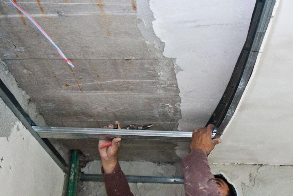 двухуровневый потолок Формирование каркасных перемычек