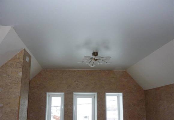 Общие характеристики глянцевых и матовых потолков