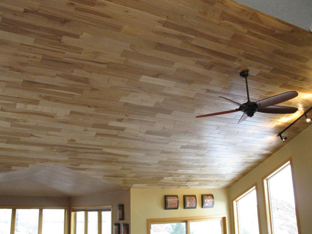 Потолок на кухне из ламината
