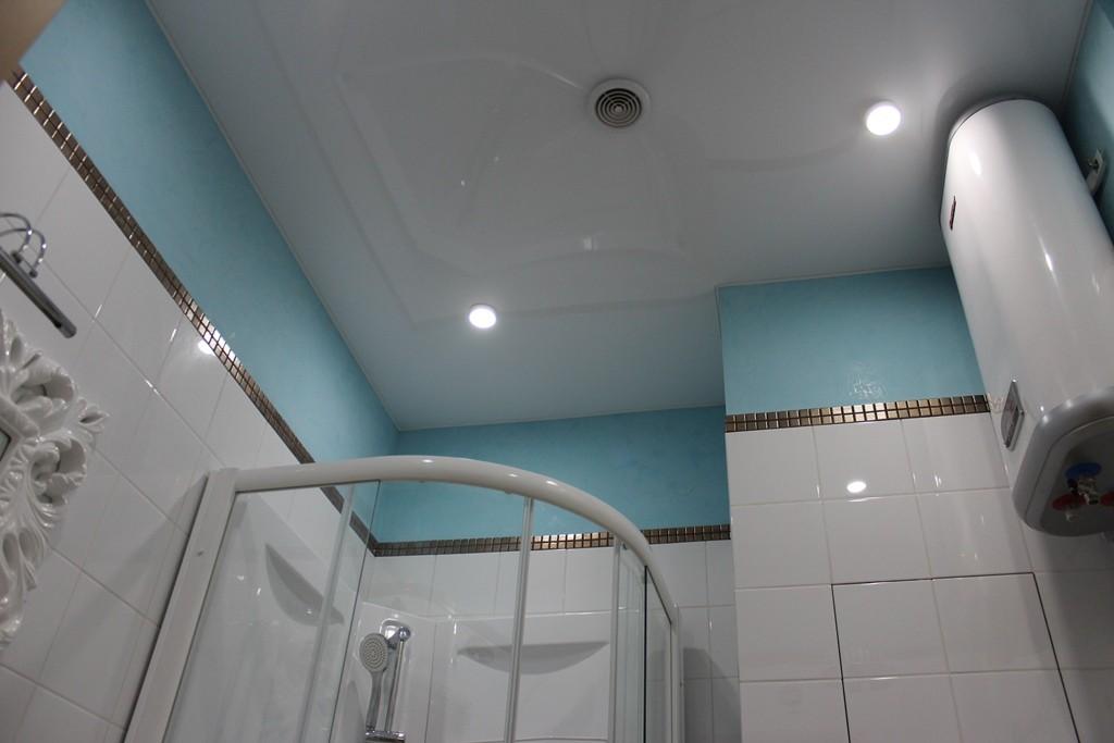 потолок лучше установить в ванной