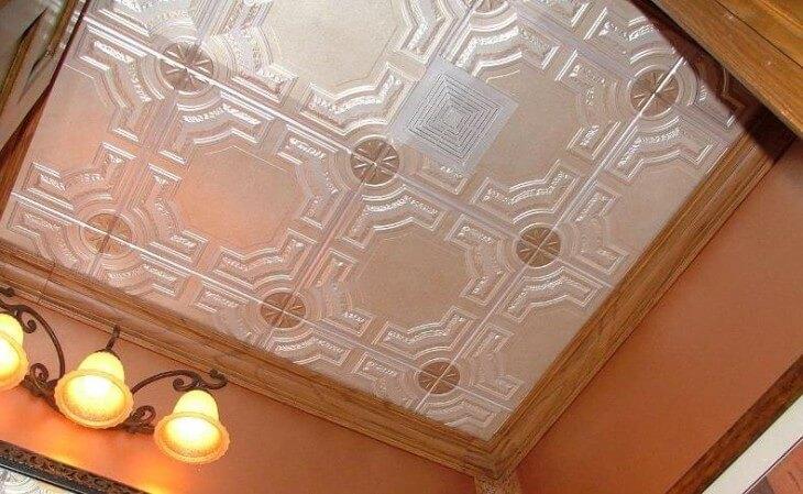 Как покрасить потолочную плитку из пенопласта
