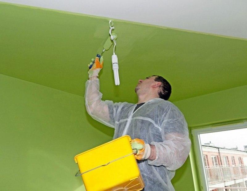Как покрасить потолок в квартире: основные правила