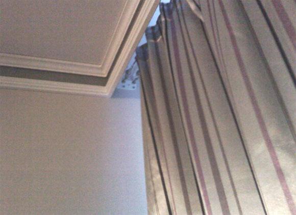 Как прикрепить карниз к подвесному потолку из ПВХ