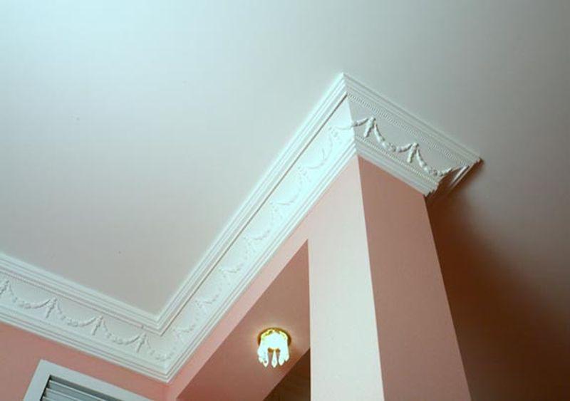 Полиуретановый плинтус к натяжным потолкам
