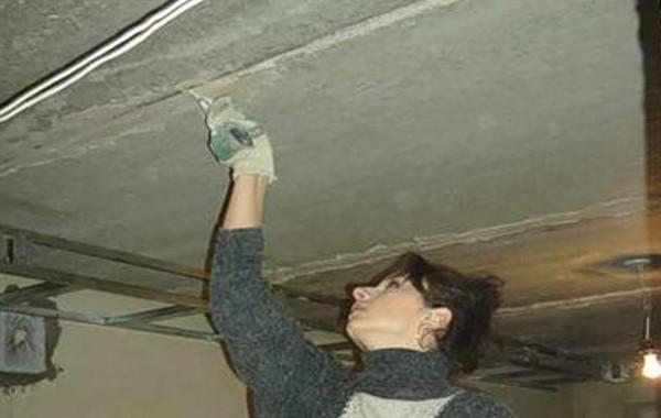 Предварительная подготовка заделать швы на потолке между плитами