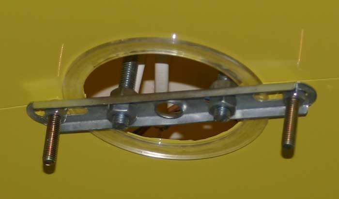 Способ крепления подвесной люстры на натяжной потолок