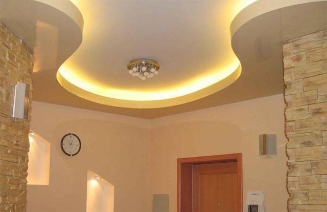 Дизайн потолков в коридоре