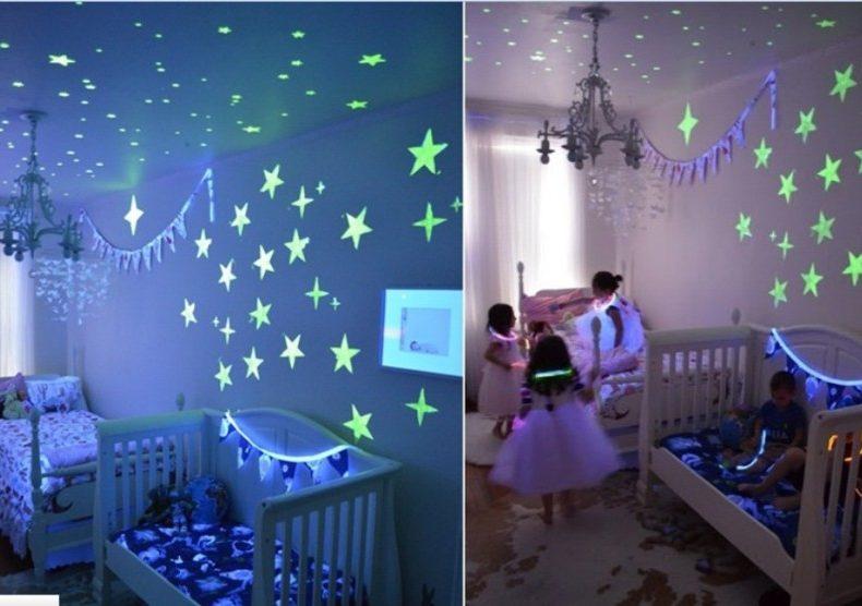 Фотолюминисцентные-наклейеки-на-потолке-и-стенах-в-интерьере-детской