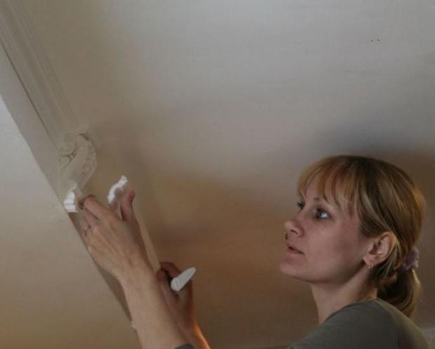 Лепнина на потолке из полиуретана и полистирола монтаж