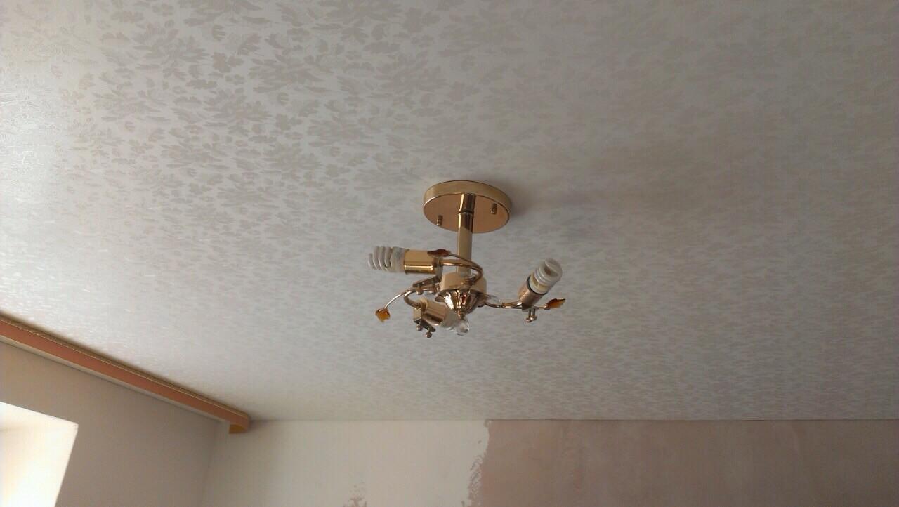Матовый натяжной фактурный потолок