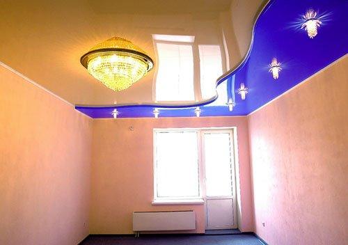 Многоуровневые натяжные потолки - Волна вдоль стены