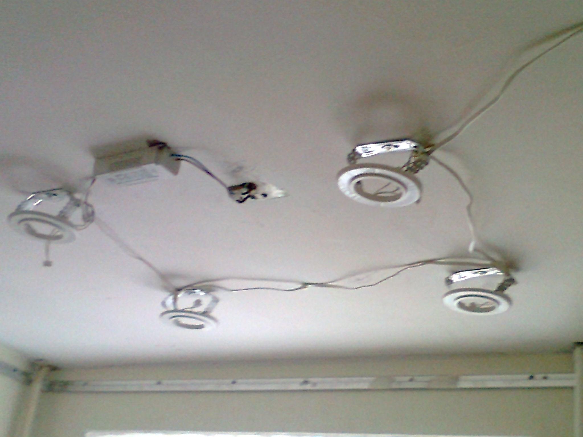 Монтаж стоек под осветительные приборы