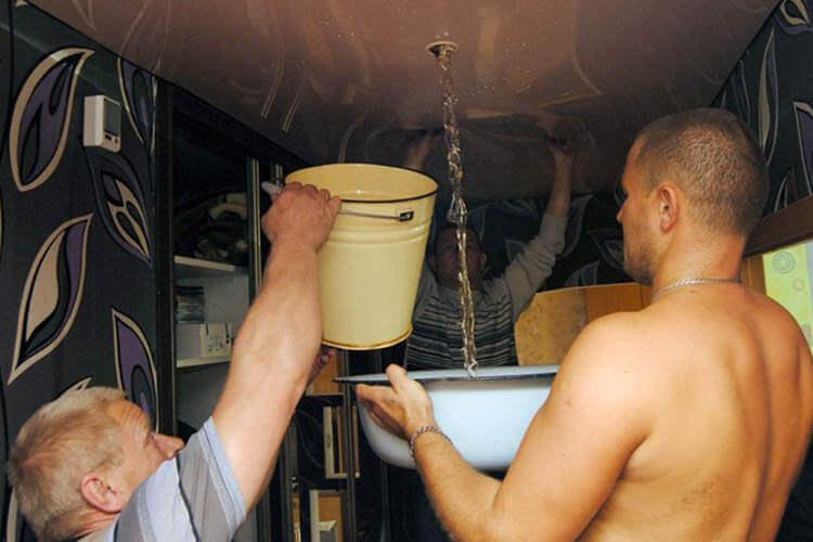Натяжные потолки слив воды, помощь