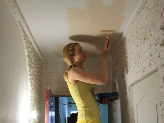 Потолок в прихожей покраска