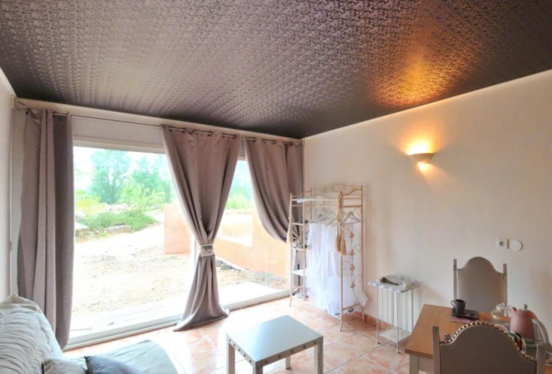 Сатиновый натяжной фактурный потолок