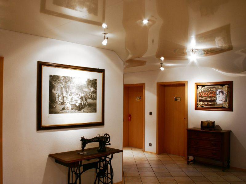 светильники в коридоре натяжные потолки