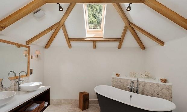 в ванной балками из дерева