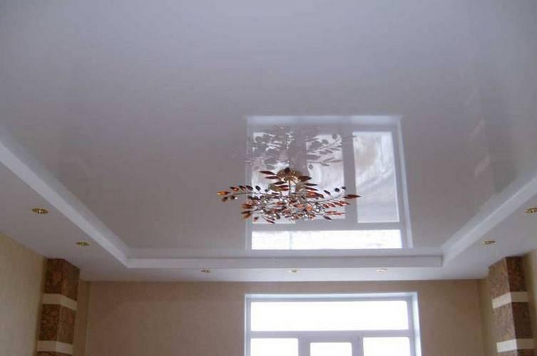 Белый цветной натяжной потолок