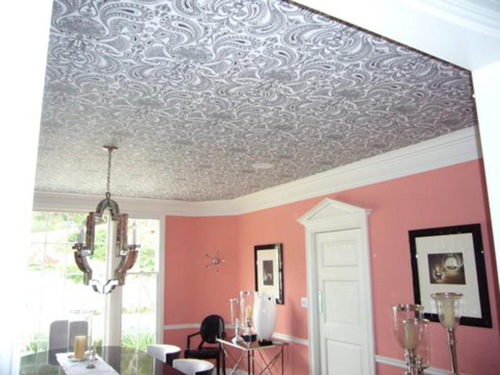 Декорирование потолков обоями