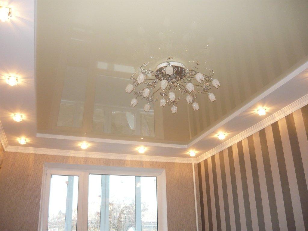 Двухуровневый натяжной потолок для зала