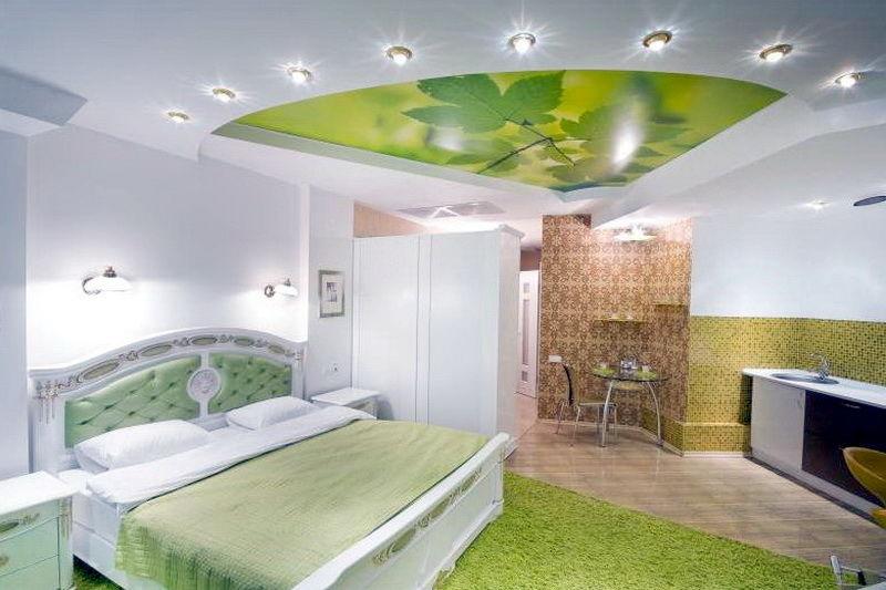 Интересный дизайн натяжных потолков Спальня