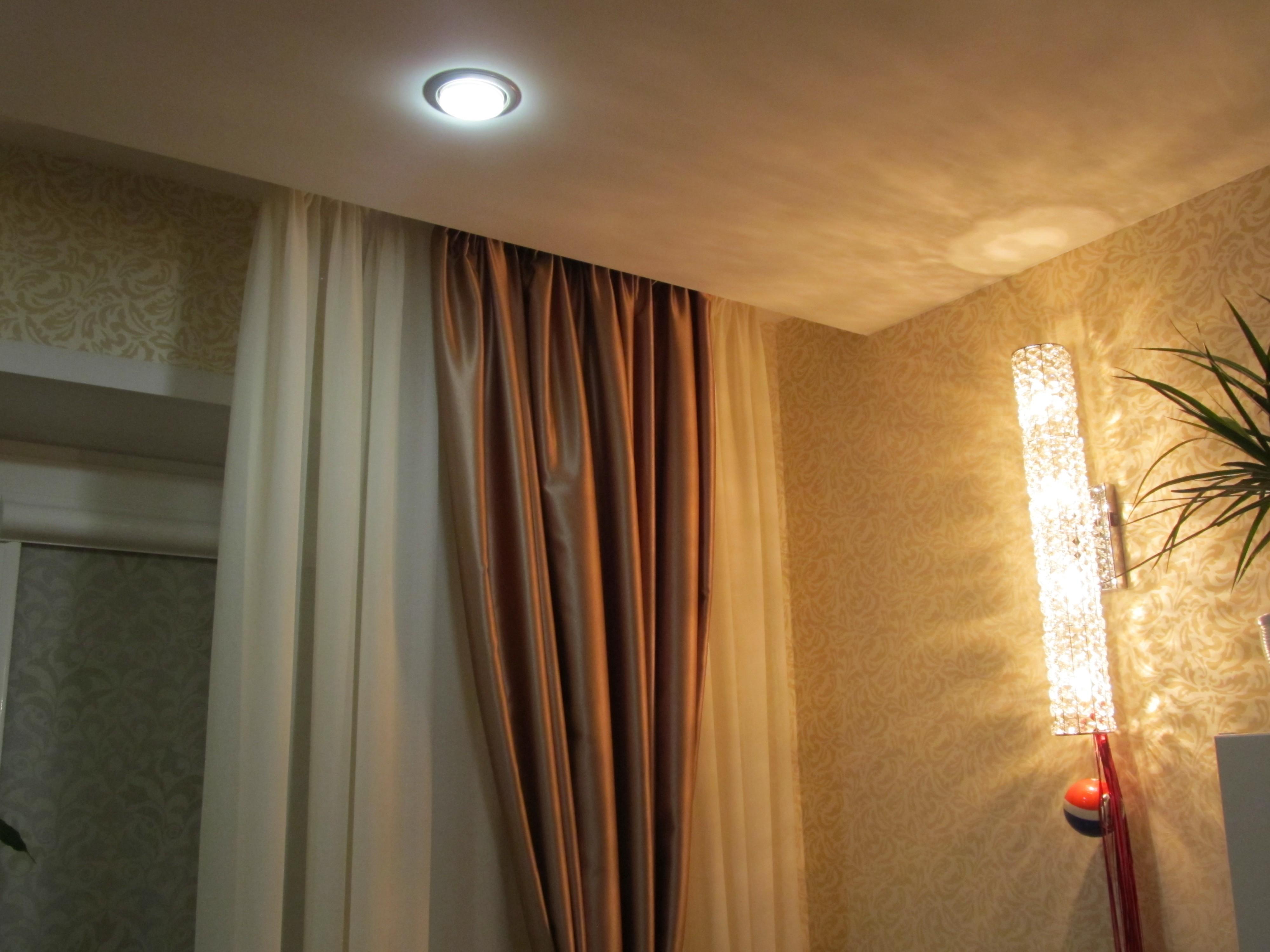 Как сделать шторы под потолочным карнизом