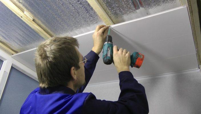 Монтаж панели ПВХ на потолок