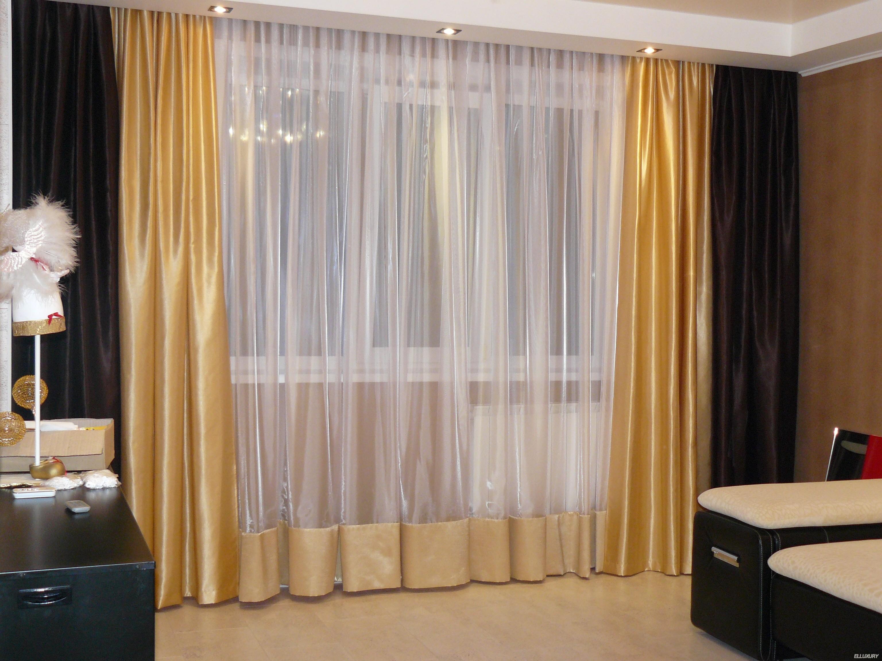 Плотные шторы на потолочных карнизах