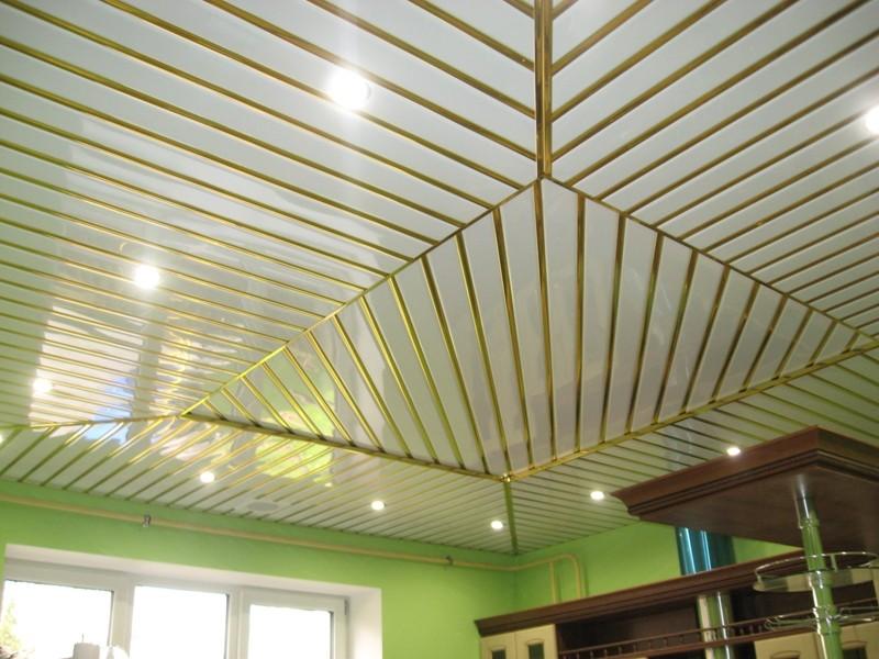 Реечные алюминиевые потолки в интерьере