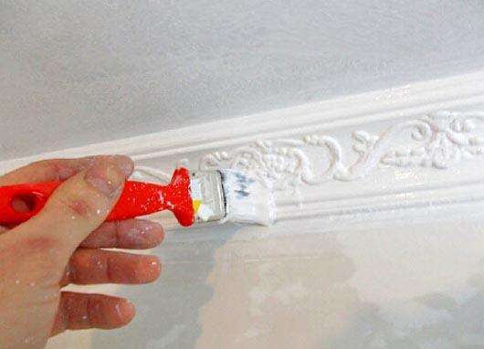 Как и чем красить потолочный багет