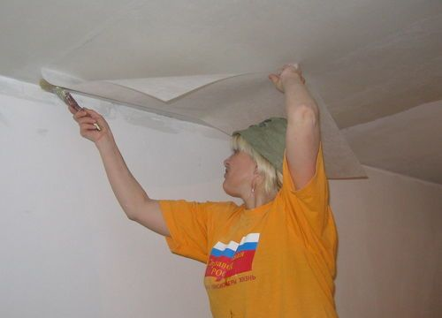 Как клеить стеклохолст на потолки под покраску