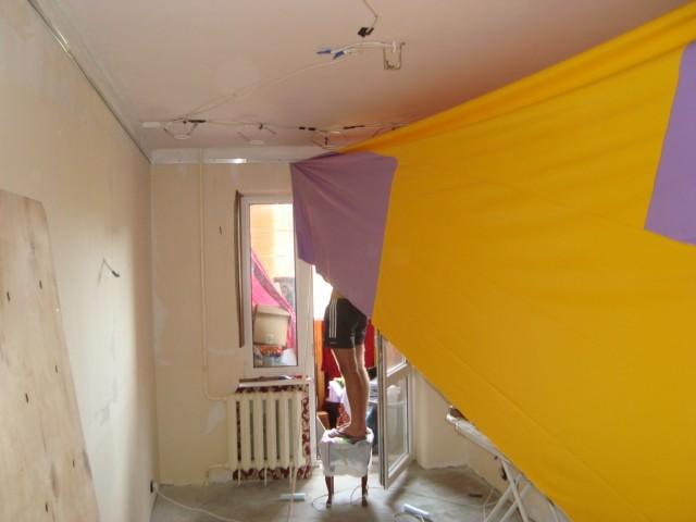 Монтаж двухцветных полотен