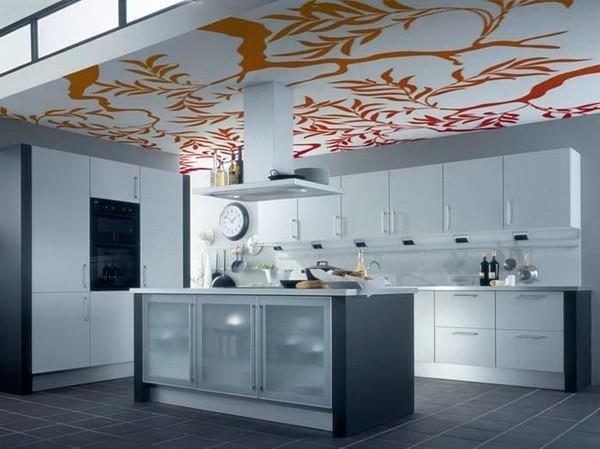 Оклейка обоями потолка на кухне
