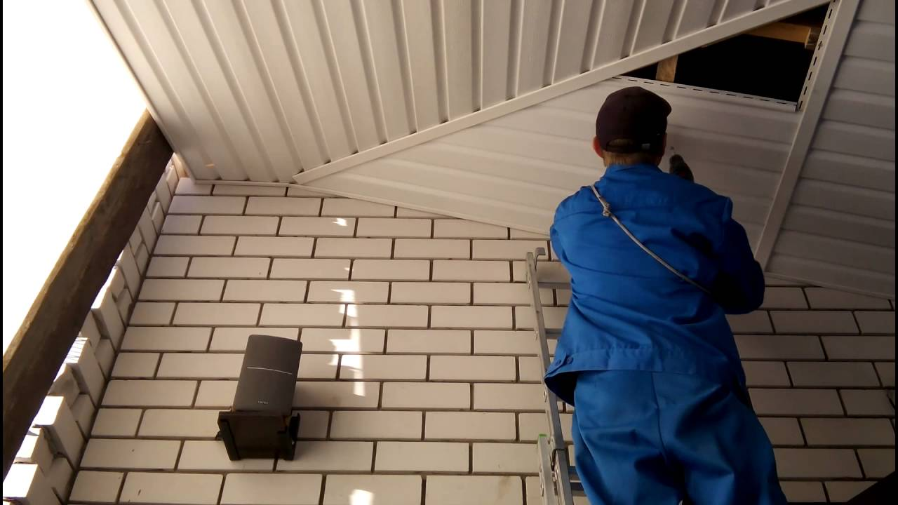 Монтаж сайдинга на потолок веранды