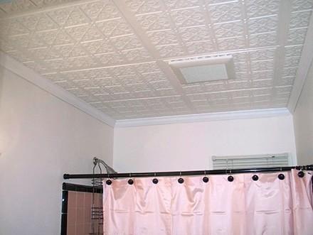 Плиты из пенополистирола для потолка в ванной