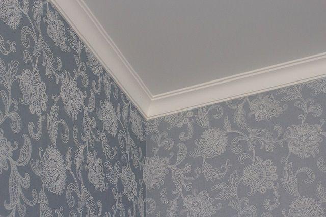 Потолочный плинтус на натяжной потолок