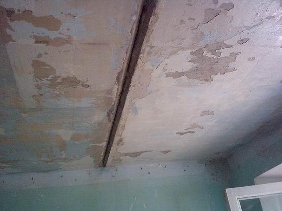 Техника ремонтных работ на потолке