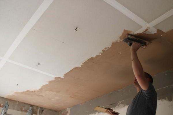Технология нанесения декоративной штукатурки на потолок