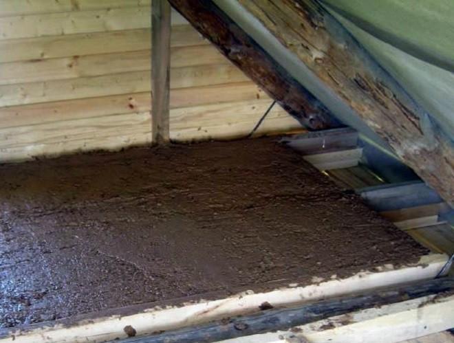 Утепление потолка опилкис глиной