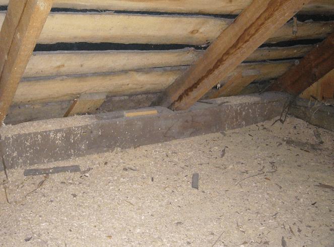 Утепление потолка только опилками