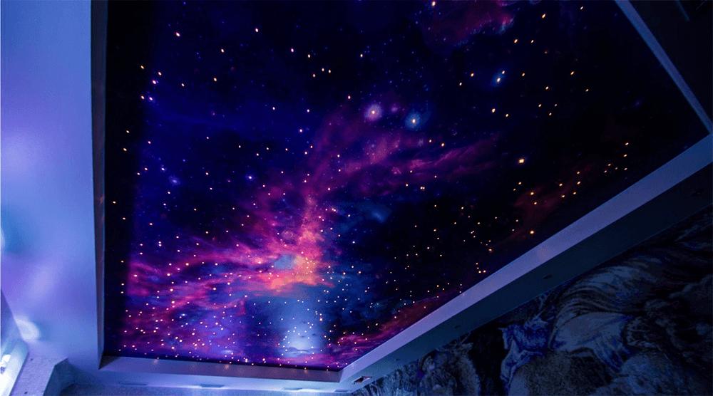 натяжные потолки с космосом