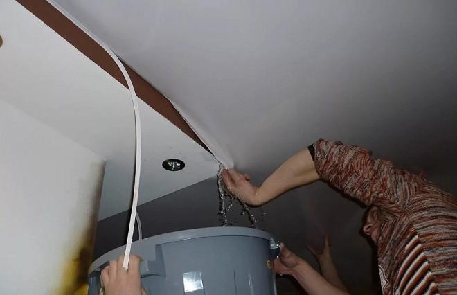 Демонтируем край потолка