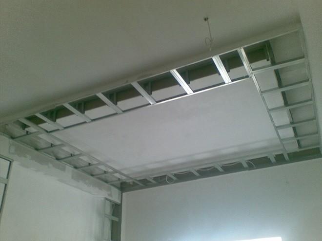Монтаж двухуровневого потолка способом обратной фиксации