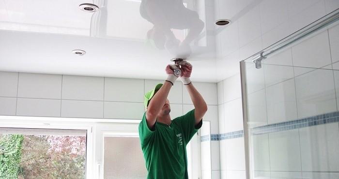 Монтаж светильников на натяжных потолках