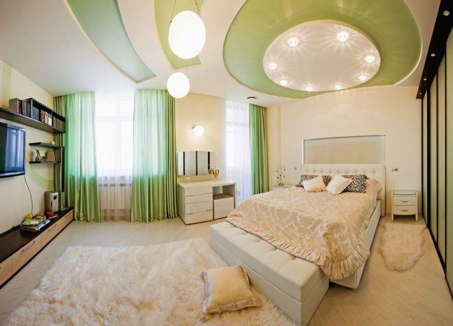 Влияние солнечного освещения на цвет потолка