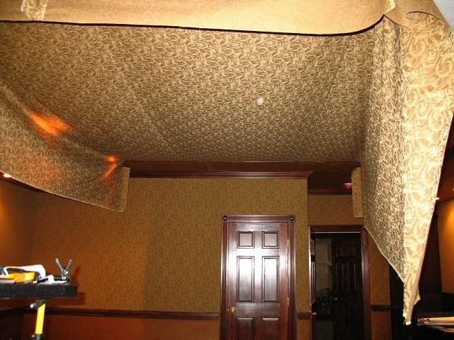 тканевый натяжной потолок затопили